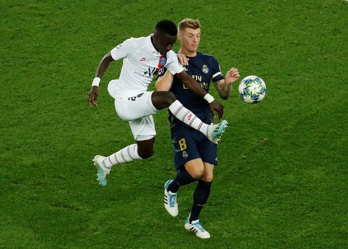 HLV Zidane bất ngờ với sự yếu kém ở hàng công Real Madrid - Ảnh 4.