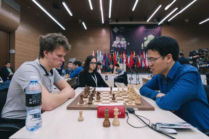 Lê Quang Liêm thẳng tiến vòng 4 World Cup cờ vua - Ảnh 1.
