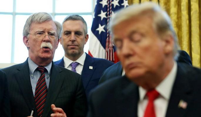 Bị sa thải, ông Bolton trút lời cay đắng lên Tổng thống Trump - Ảnh 1.
