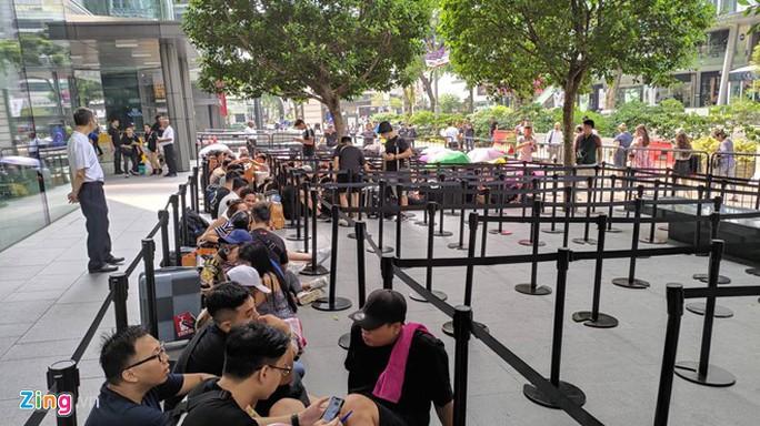Người Việt xếp hàng trước 1 ngày ở Singapore chờ mở bán iPhone 11 - Ảnh 11.