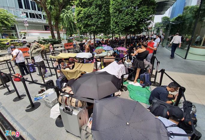 Người Việt xếp hàng trước 1 ngày ở Singapore chờ mở bán iPhone 11 - Ảnh 12.