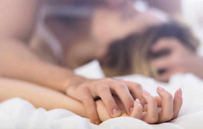 Cắt bao quy đầu bao lâu thì sinh hoạt tình dục? - Ảnh 1.