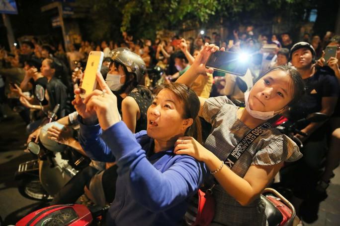 Pháo hoa rực rỡ trên bầu trời TP HCM mừng Quốc khánh 2-9 - Ảnh 10.