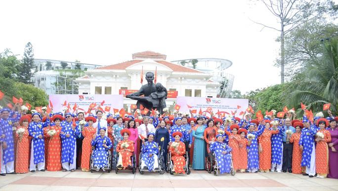 Ấm áp lễ cưới tập thể của 100 đôi công nhân trong Ngày Quốc Khánh - Ảnh 1.