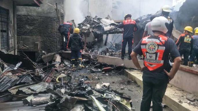 Máy bay rơi trúng khu nghỉ dưỡng, 9 người thiệt mạng - Ảnh 1.