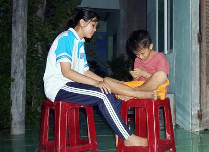 Học bổng Báo Người Lao Động giúp con công nhân vượt khó đến trường - Ảnh 1.