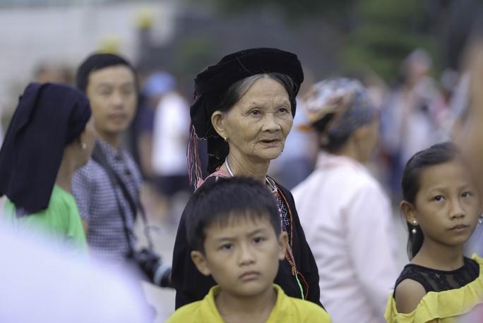 Clip: Hàng ngàn người nghiêm trang dự lễ chào cờ sáng ngày Quốc khánh 2-9 trên Quảng trường Ba Đình - Ảnh 18.