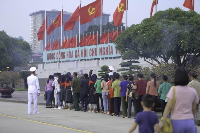 Clip: Hàng ngàn người nghiêm trang dự lễ chào cờ sáng ngày Quốc khánh 2-9 trên Quảng trường Ba Đình - Ảnh 20.