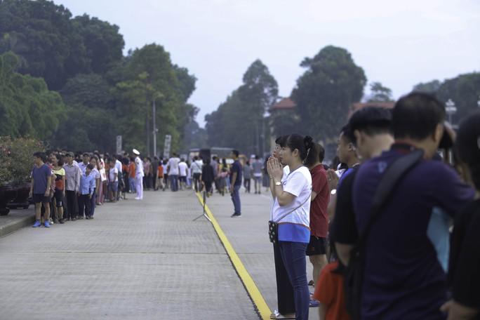 Clip: Hàng ngàn người nghiêm trang dự lễ chào cờ sáng ngày Quốc khánh 2-9 trên Quảng trường Ba Đình - Ảnh 21.