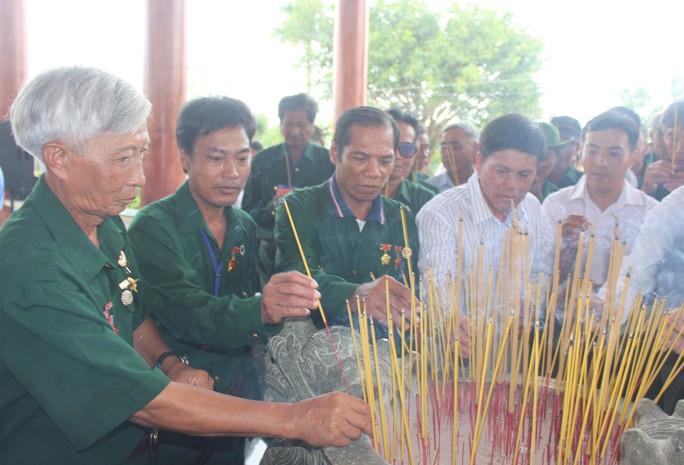 Hàng ngàn người dân Bạc Liêu đến dự ngày giỗ Bác Hồ - Ảnh 7.