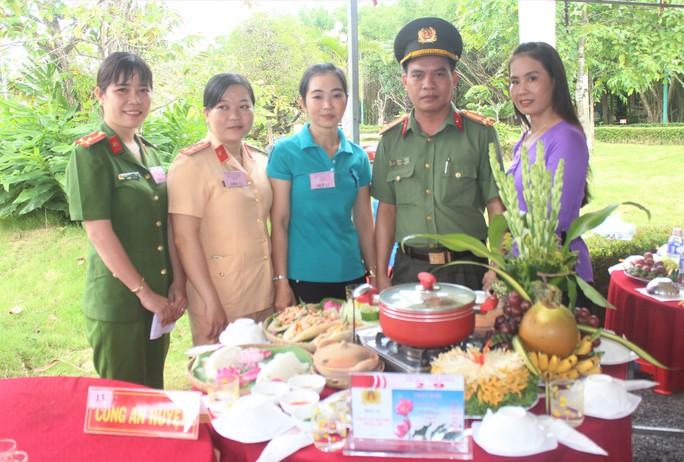Hàng ngàn người dân Bạc Liêu đến dự ngày giỗ Bác Hồ - Ảnh 9.