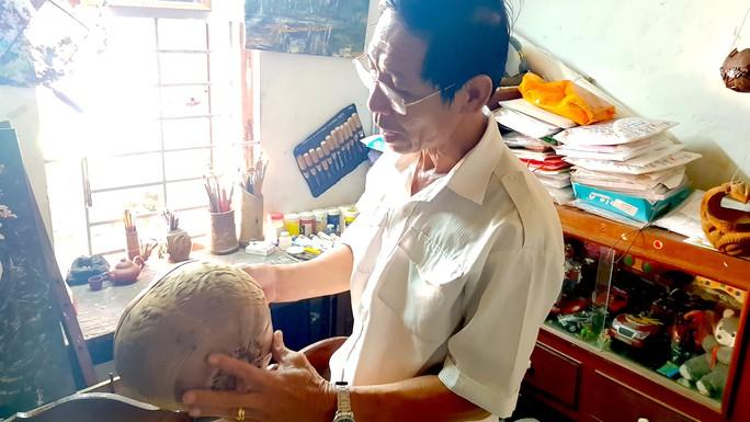 Thổi hồn vào vỏ dừa khô, bán 1,2 triệu đồng/cái - Ảnh 3.