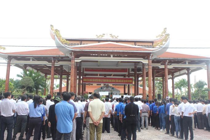 Hàng ngàn người dân Bạc Liêu đến dự ngày giỗ Bác Hồ - Ảnh 4.