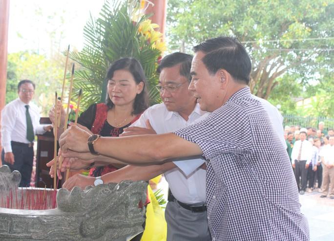 Hàng ngàn người dân Bạc Liêu đến dự ngày giỗ Bác Hồ - Ảnh 5.