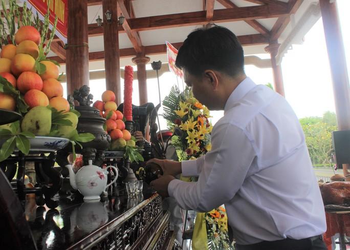 Hàng ngàn người dân Bạc Liêu đến dự ngày giỗ Bác Hồ - Ảnh 6.