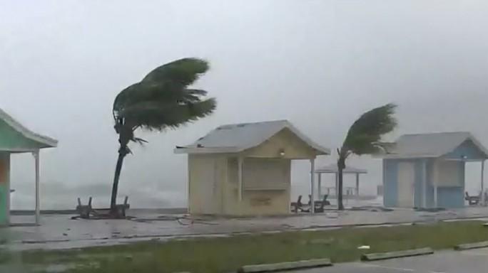 Mỹ buộc sơ tán hơn 1 triệu người để tránh siêu bão  - Ảnh 1.