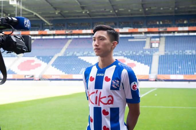 Đoàn Văn Hậu chính thức gia nhập CLB Heerenveen, mặc áo số 15 - Ảnh 2.