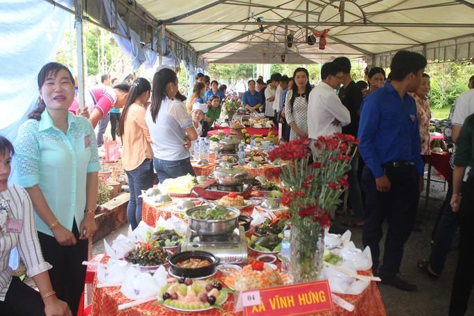 Hàng ngàn người dân Bạc Liêu đến dự ngày giỗ Bác Hồ - Ảnh 8.
