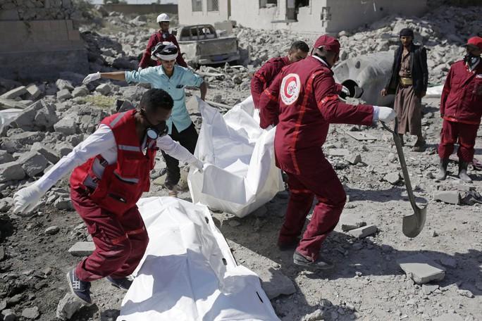 Yemen: Ít nhất 100 tù nhân chết sau 7 vụ không kích nhà tù - Ảnh 2.