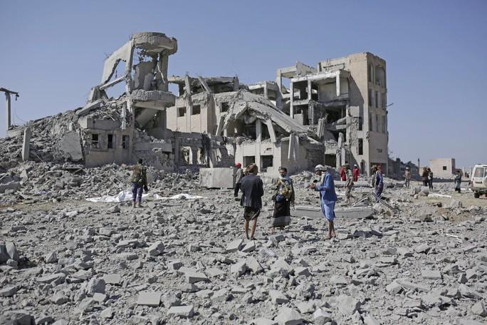 Yemen: Ít nhất 100 tù nhân chết sau 7 vụ không kích nhà tù - Ảnh 3.