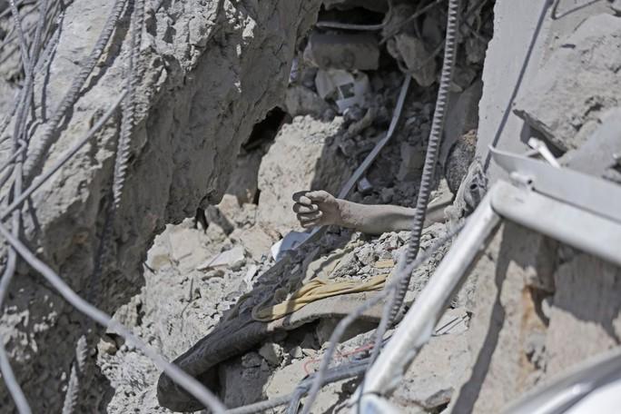 Yemen: Ít nhất 100 tù nhân chết sau 7 vụ không kích nhà tù - Ảnh 4.