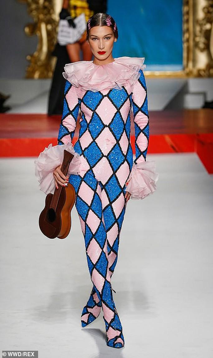 Siêu mẫu Irina Shayk cuốn hút trên sàn diễn thời trang - Ảnh 12.