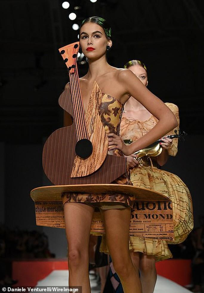 Siêu mẫu Irina Shayk cuốn hút trên sàn diễn thời trang - Ảnh 8.
