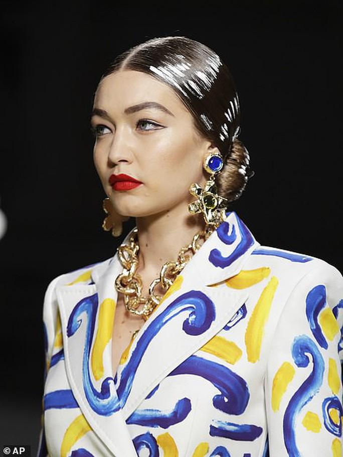 Siêu mẫu Irina Shayk cuốn hút trên sàn diễn thời trang - Ảnh 11.
