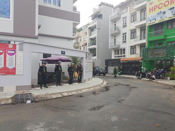 """Hàng trăm cảnh sát phong tỏa 2 công ty """"dính"""" đến Alibaba - Ảnh 2."""