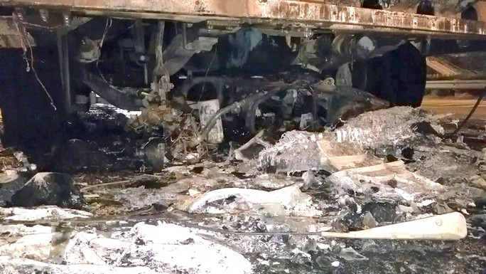 [Video] Kinh hoàng ôtô kéo lê xe máy gần 2 km ở TP HCM - Ảnh 3.
