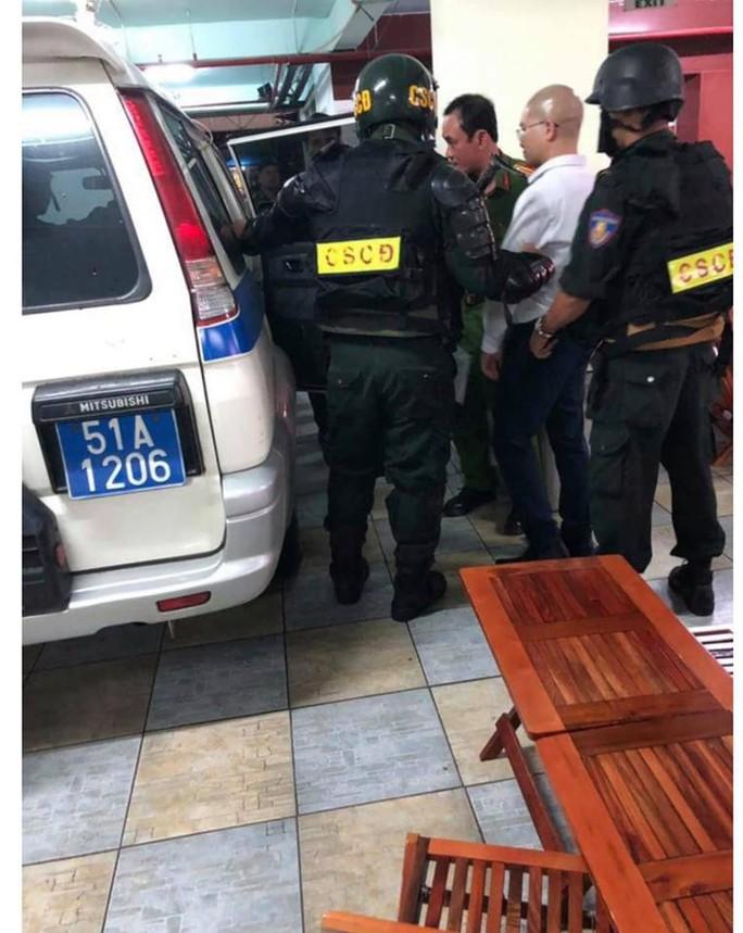 """Hàng trăm cảnh sát phong tỏa 2 công ty """"dính"""" đến Alibaba - Ảnh 5."""