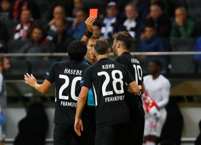 Pháo gầm vang đất Đức, Arsenal đè bẹp chủ nhà Frankfurt - Ảnh 3.