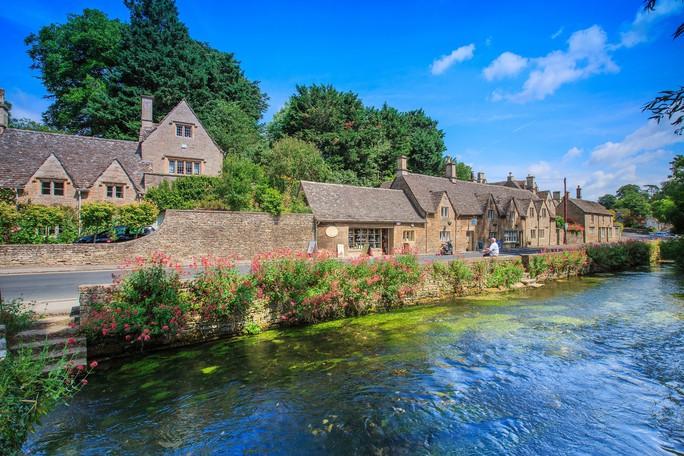 Thăm ngôi làng trên hộ chiếu nước Anh - Ảnh 2.