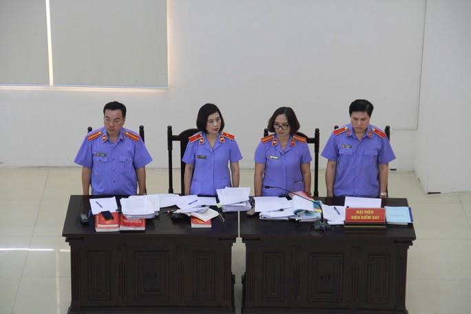 Gây thiệt hại 380 tỉ đồng, bị cáo Lê Bạch Hồng bị đề nghị từ 8 đến 9 năm tù - Ảnh 2.