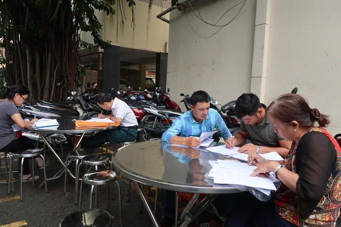 CLIP: Cận cảnh 500 nạn nhân của Alibaba đến công an cầu cứu - Ảnh 1.
