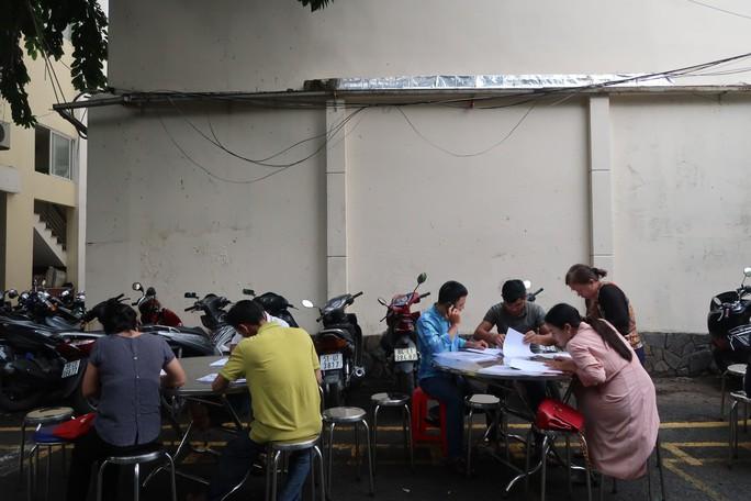 CLIP: Cận cảnh 500 nạn nhân của Alibaba đến công an cầu cứu - Ảnh 3.