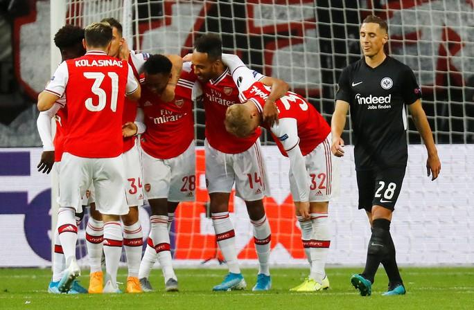 Pháo gầm vang đất Đức, Arsenal đè bẹp chủ nhà Frankfurt - Ảnh 2.