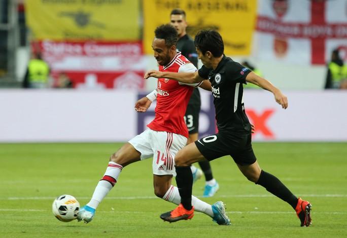 Pháo gầm vang đất Đức, Arsenal đè bẹp chủ nhà Frankfurt - Ảnh 5.