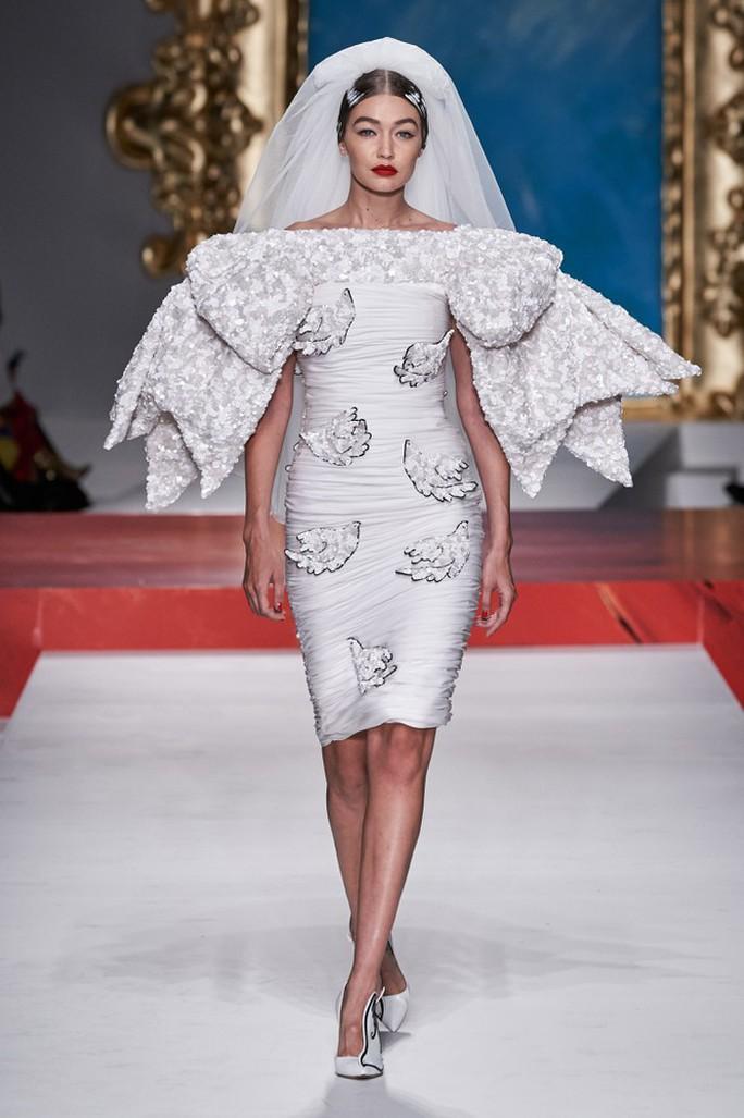 Siêu mẫu Irina Shayk cuốn hút trên sàn diễn thời trang - Ảnh 9.