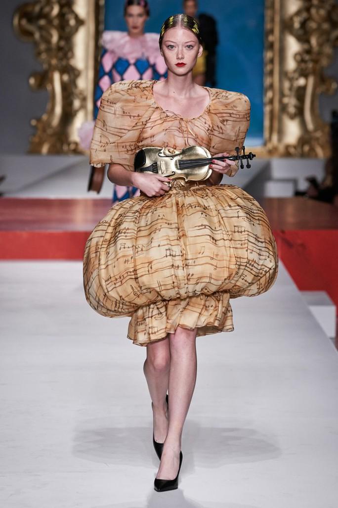 Siêu mẫu Irina Shayk cuốn hút trên sàn diễn thời trang - Ảnh 17.