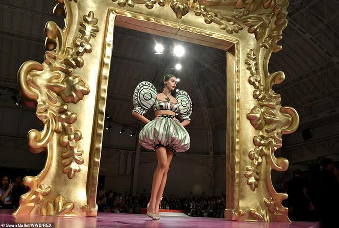 Siêu mẫu Irina Shayk cuốn hút trên sàn diễn thời trang - Ảnh 6.