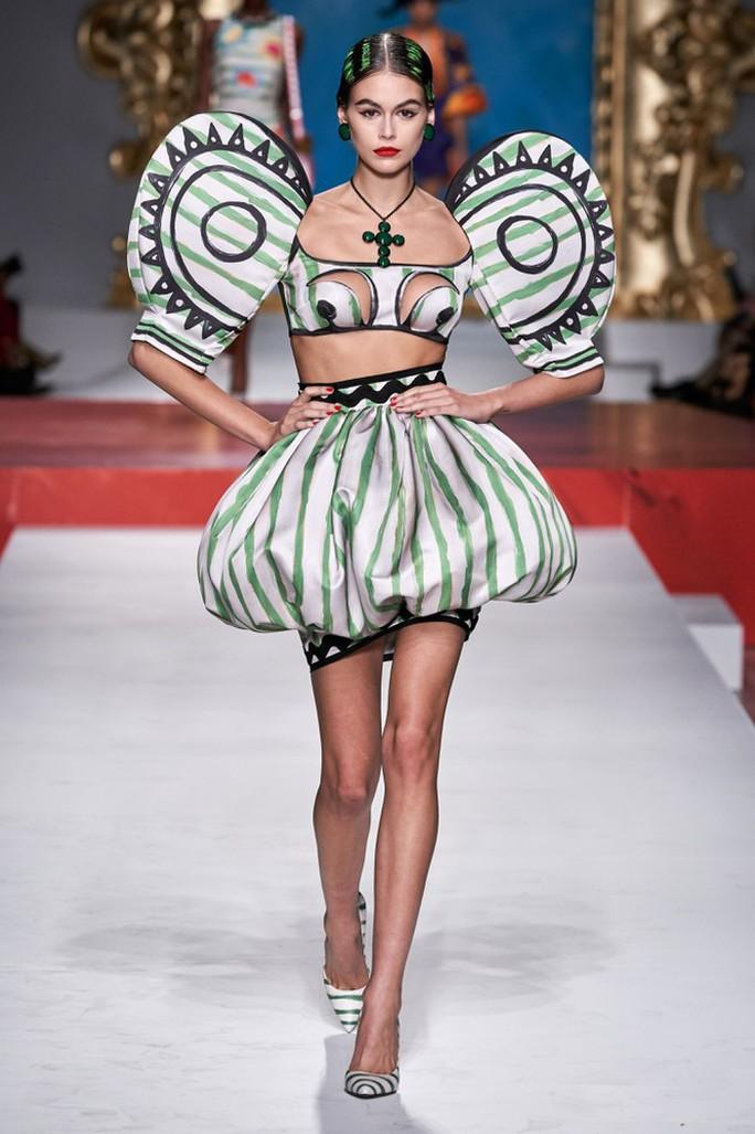 Siêu mẫu Irina Shayk cuốn hút trên sàn diễn thời trang - Ảnh 5.