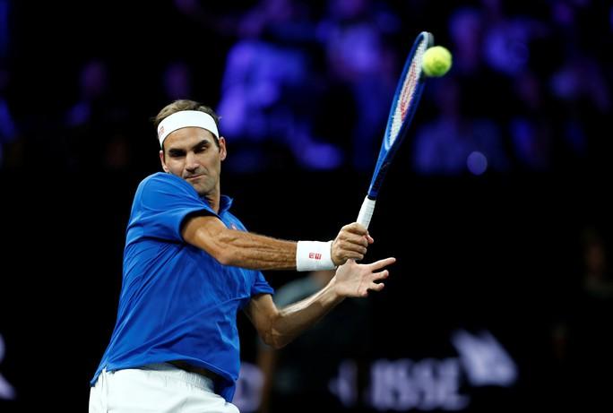 Clip Federer - Zverev trình diễn khả năng đánh đôi xuất sắc ở Laver Cup 2019 - Ảnh 2.