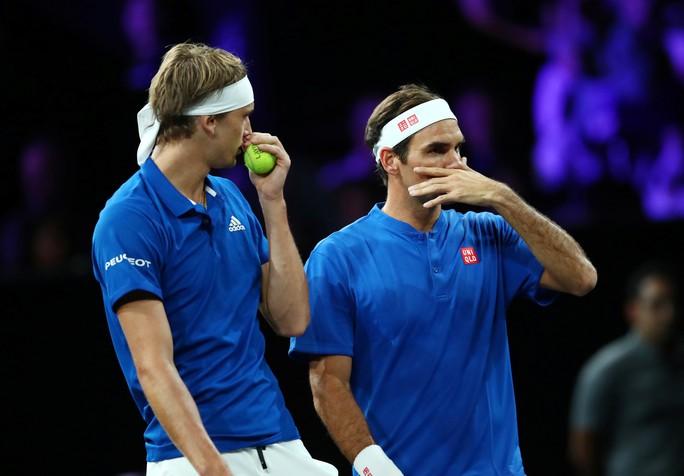 Clip Federer - Zverev trình diễn khả năng đánh đôi xuất sắc ở Laver Cup 2019 - Ảnh 3.
