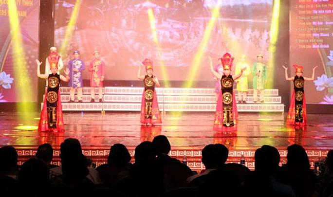 Bình Dương: Khai mạc Hội diễn văn nghệ quần chúng - Ảnh 1.