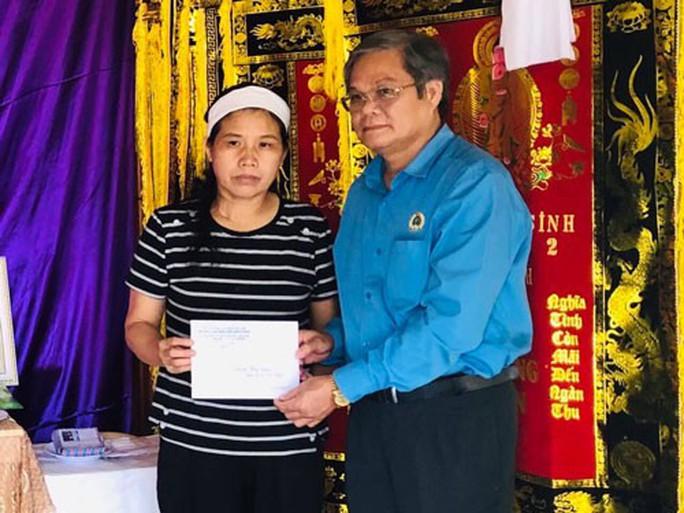 Quảng Bình: Thăm hỏi gia đình quân nhân hy sinh khi làm nhiệm vụ - Ảnh 1.