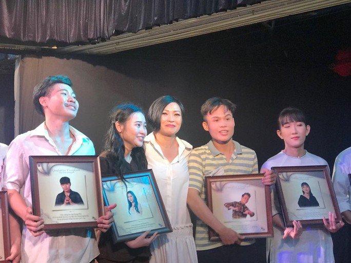 Ca sĩ Phương Thanh khóc nức nở vì Ngôi nhà trên thuyền - Ảnh 2.