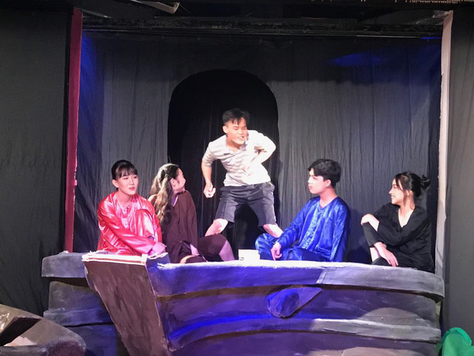 Ca sĩ Phương Thanh khóc nức nở vì Ngôi nhà trên thuyền - Ảnh 3.