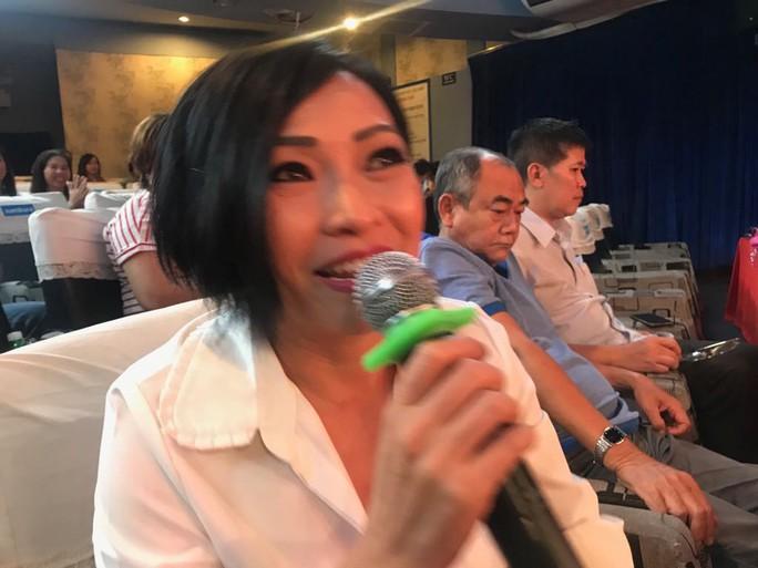 Ca sĩ Phương Thanh khóc nức nở vì Ngôi nhà trên thuyền - Ảnh 1.