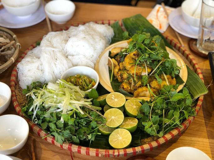 Chả cá Lã Vọng ở TP HCM: Muốn ăn phải đặt trước - Ảnh 2.